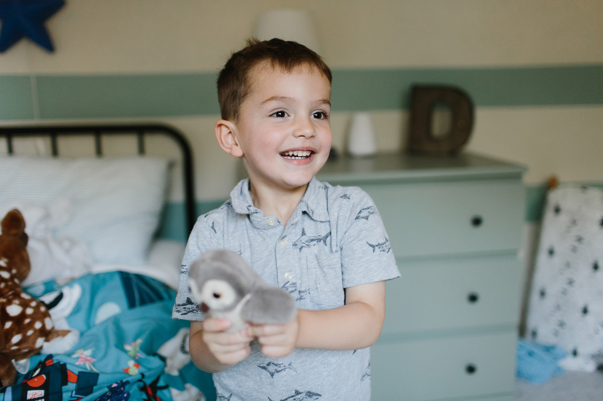 kid in room at home during family photo session